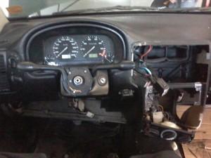 Colocando llave de luces y cachas de volante